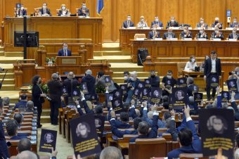 Új kormány karácsonyra, bizalmat szavazott a parlament a Cîţu-kabinetnek