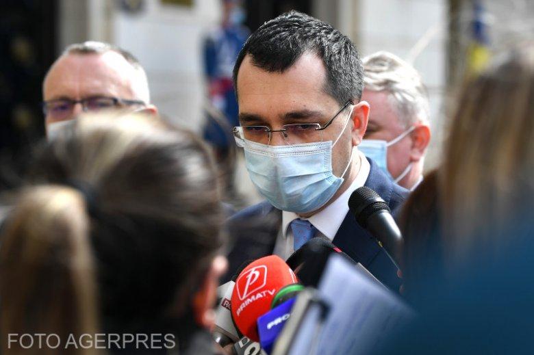 Kitálalt a leváltott miniszter: politikai alapon történik a járványkezelés, a halottak száma sem valós
