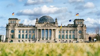 A Minority SafePack-ben foglaltak gyakorlatba ültetésére szólította Brüsszelt a német Bundestag