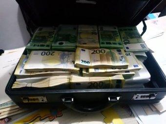 Egy milliárd euró értékben adtak (és kaptak) kenőpénzt hat év alatt Romániában