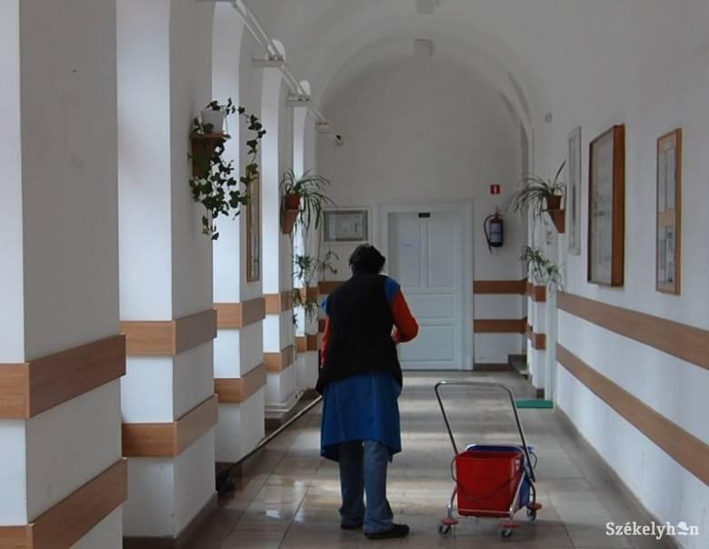 Mi lesz az iskolai takarítókkal, büfésekkel, kapusszolgálattal?
