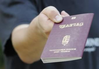 Hamis adatokkal segített útlevélhez román állampolgárokat egy ügyintéző Magyarországon