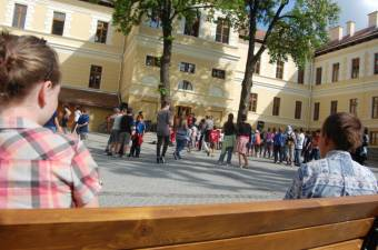 Cîmpeanu: feloldhatják a maszkviselési kötelezettséget az iskolaudvaron a tanintézetek