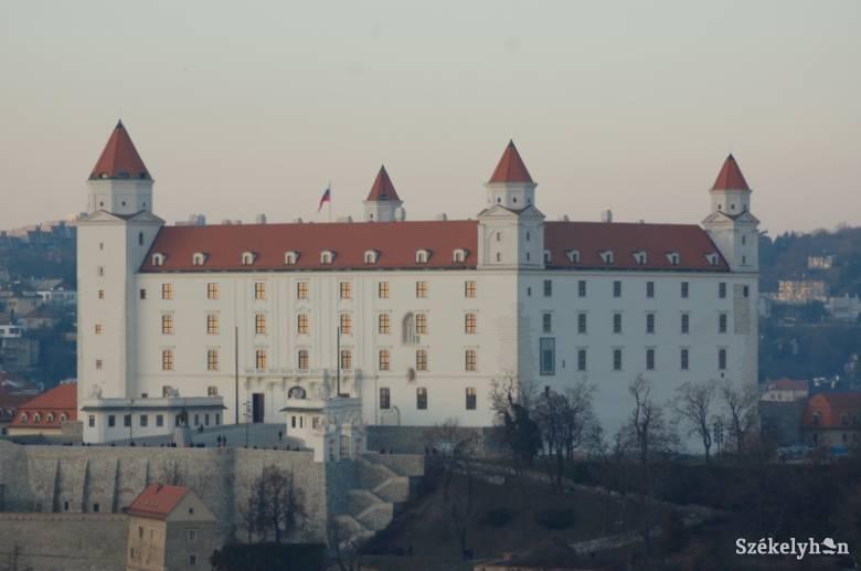 Szlovákia orvosokat és nővéreket kér az uniós országoktól a járvány leküzdéséhez