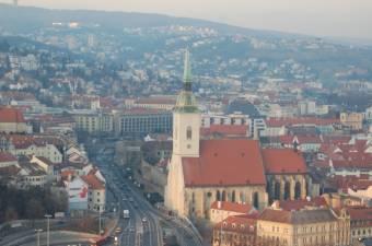 Ausztria, Lengyelország és Magyarország is kész segíteni a járvánnyal küzdő Szlovákiának