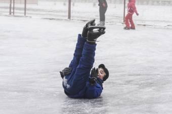 Már tízezren siklottak a városi jégpályán