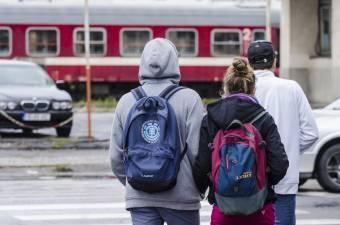 Bepótol az oktatási minisztérium a diákok útiköltségébe