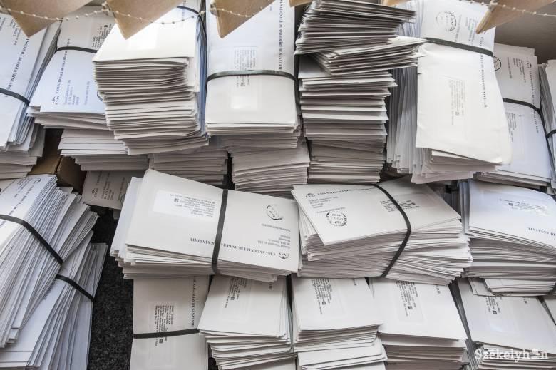 Több mint tízezer nem kézbesített küldeményt találtak, nyolc postást vettek őrizetbe