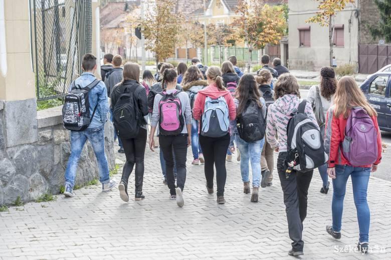 Egy 24 fős osztályból átlagban csak 10 tanulónak sikerül az érettségije