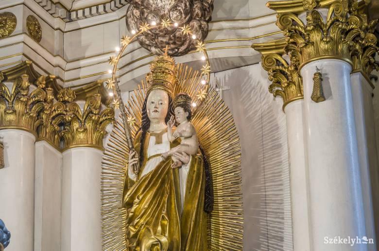 A csillagkoronás Szűzanya ünnepe