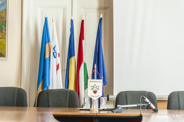 Döntött a törvényszék: nem maradhat a magyar, a székely és a városzászló