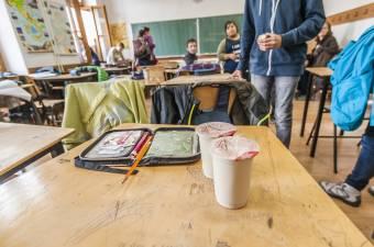 Romlásra ítélt iskolatej – Temes megyében 600 tonna, vagyis 3 millió doboz maradt raktáron