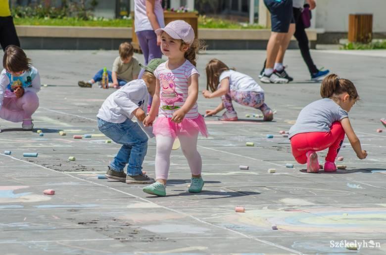 """""""Csodavilágba"""" kalauzolják a legkisebbeket – Erdély-szerte megünneplik a gyermeknapot"""