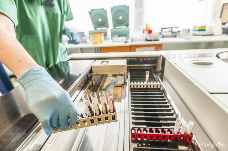Félszáz koronavírus-minta eredményére várnak Maros megyében