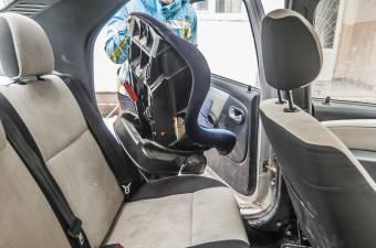 Ezért kell bekötni a biztonsági övet a hátsó ülésen utazóknak is