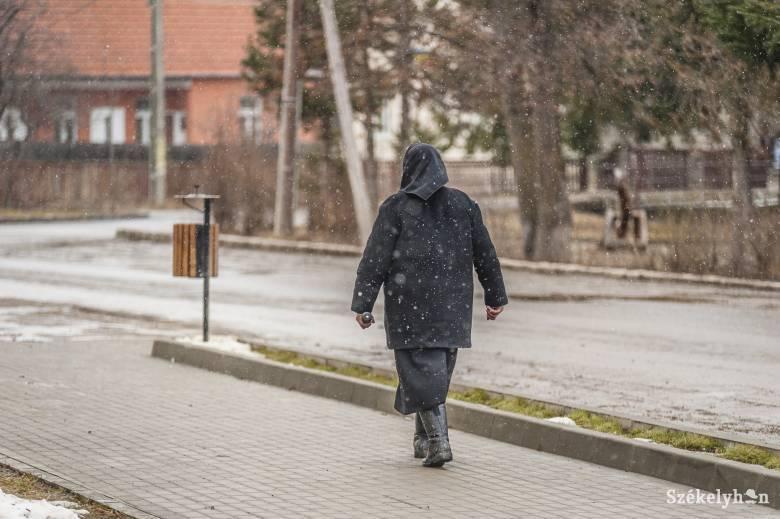 Orban szerint meghatározott időszakban mégis kimozdulhatnak otthonról a  65 éven felüliek
