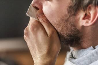 Több mint 30 ezer heveny légúti megbetegedést regisztráltak Romániában az elmúlt héten