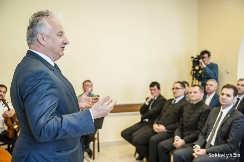 Semjén Zsolt adta át a Külhoni Magyarságért Díjat négy erdélyi városvezetőnek