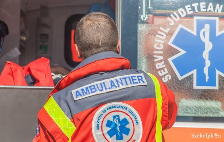 Autó borult fel Bágy és Kénos között, egy személy súlyosan megsérült