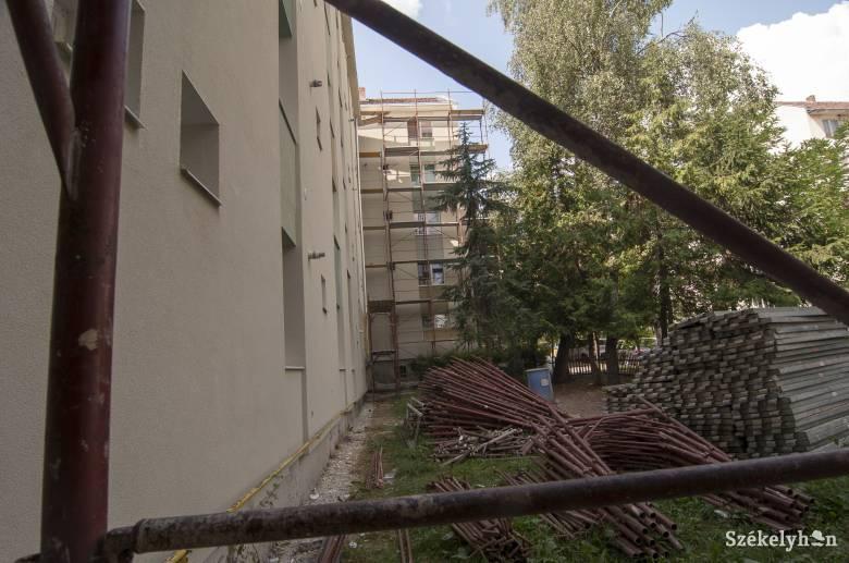 Vesztésre áll a hőszigetelést végző cégek elleni perekben Csíkszereda