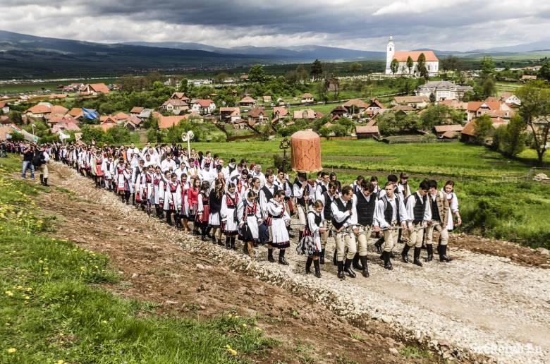 Vissza az ősi hithez - közzétették a csíksomlyói búcsú programját