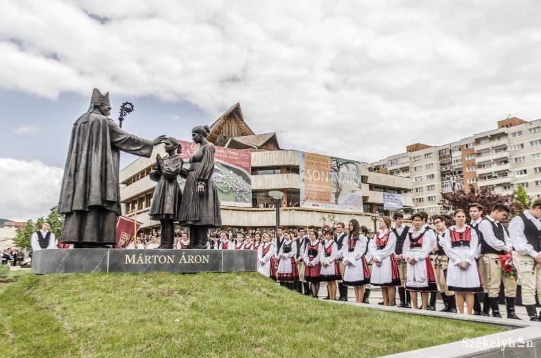 Ezrek jelenlétében áldották meg a Márton Áron-szoborkompozíciót