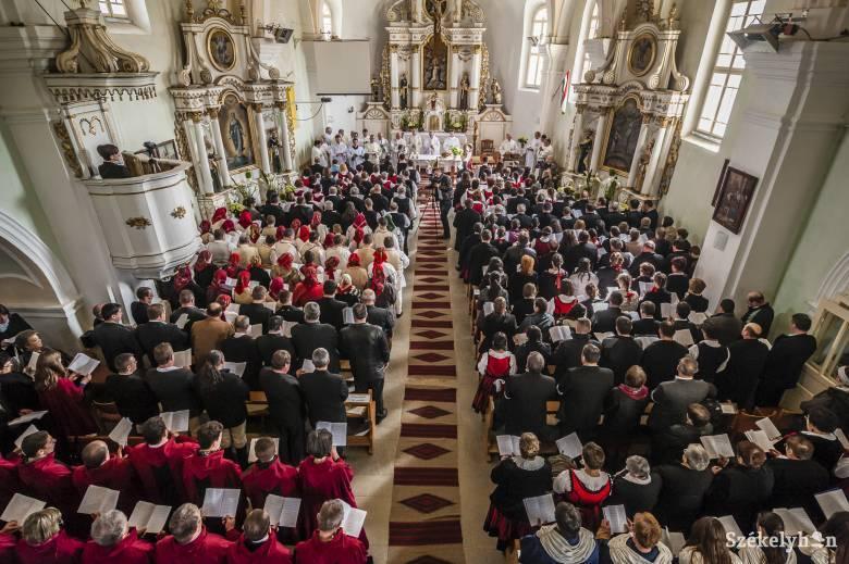 Különleges római útra indulnak a felcsíki egyházi kórusok tagjai
