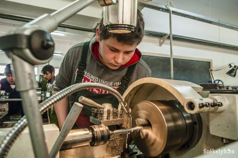 A szakiskolát végzettek jelentős hányada külföldre készül dolgozni