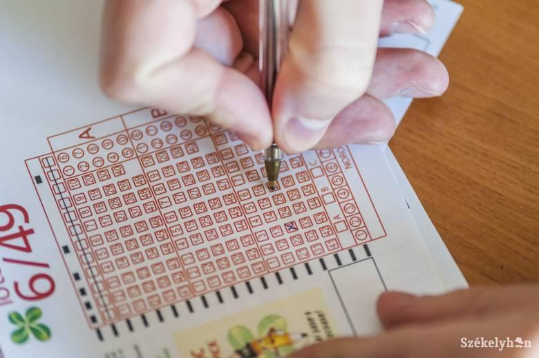 Az enyhítés újabb szintje: a hónap közepétől a lottózók is kinyitnak