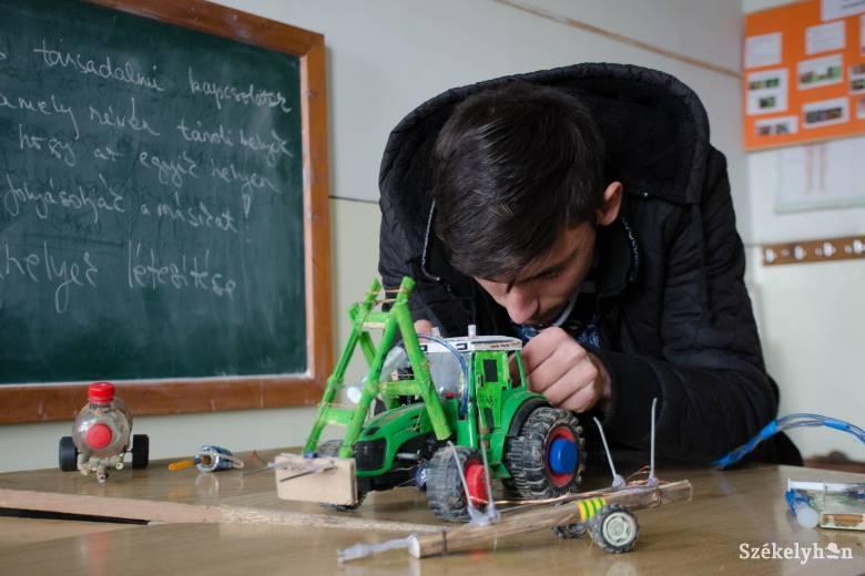 """Hulladékból épít különleges """"mezőgazdasági gépeket"""""""