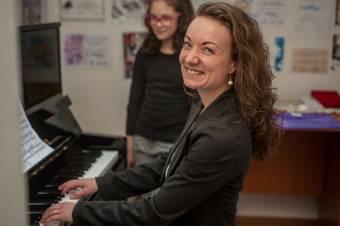 Hobbi, de megélhetés is lehet: a gyermekek lelkét tanító zeneoktatás