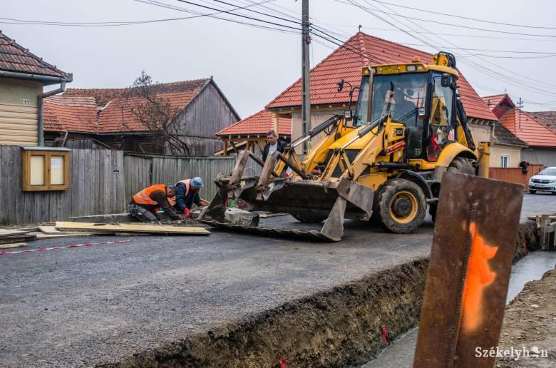 2,5 millió lejt kaptak a csíki települések fejlesztésekre és infrastrukturális beruházásokra