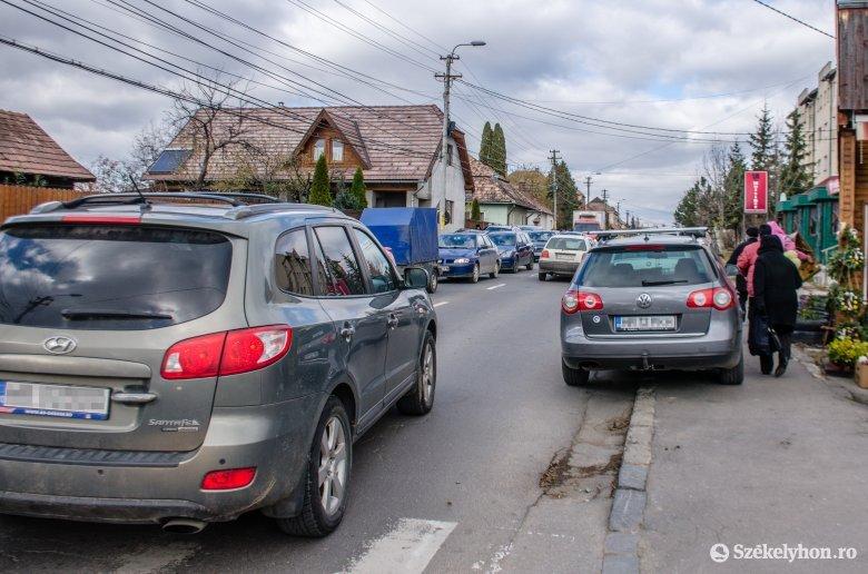 Elszállíthatják a gyalogosokat akadályozó autókat