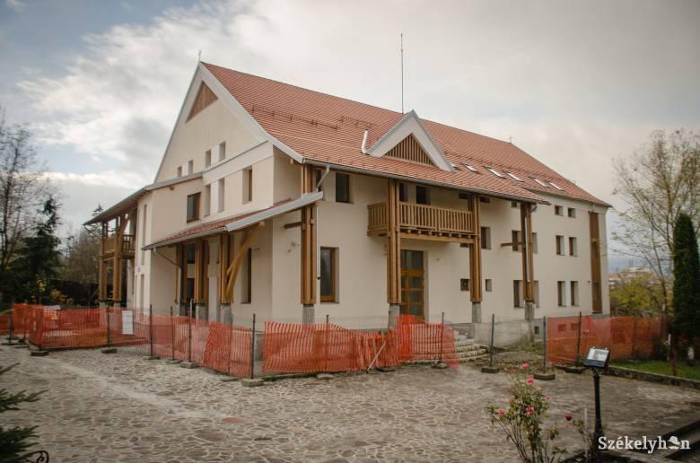 """Nemsokára beköltözhet új """"otthonába"""" a csíkszeredai foglalkoztató központ"""