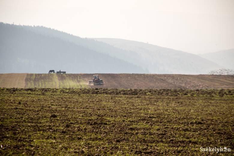 Zajlik a kifizetés, érkeznek a mezőgazdasági gépek