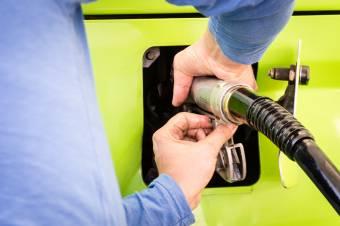 Január elsejétől drágábban tankolunk, nő a benzin és a gázolaj jövedéki adója