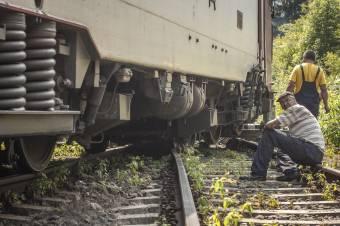 Kisiklott a Budapest és Bukarest között közlekedő gyorsvonat mozdonya az Arad megyei Berzován