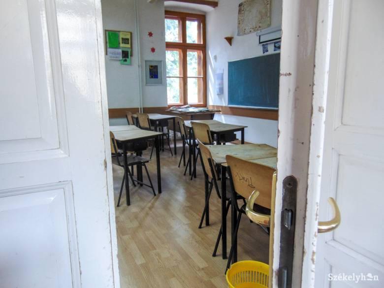 A járványhelyzettől függ, hogy mikor nyithatnak ki az iskolák