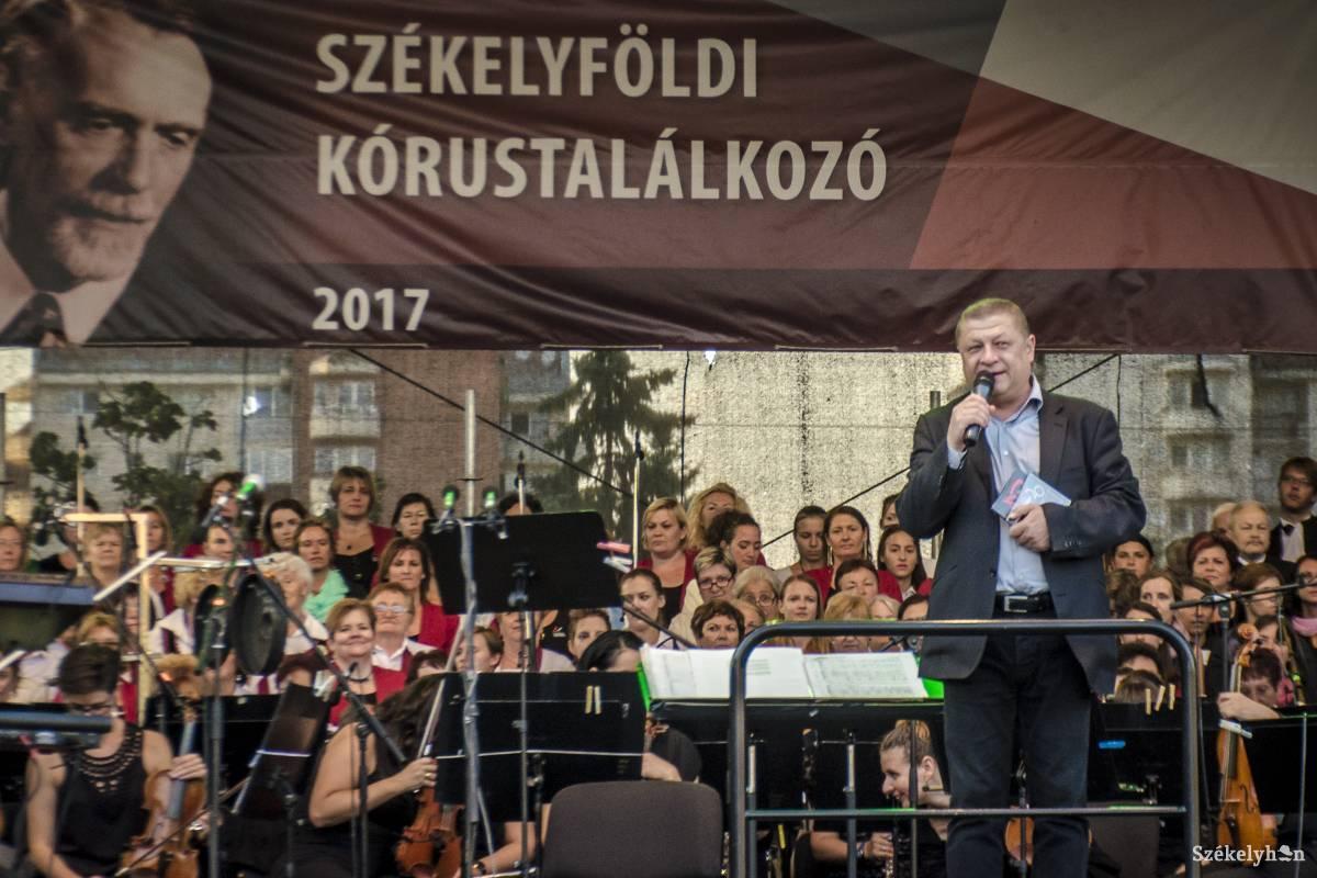 https://media.szekelyhon.ro/pictures/csik/aktualis/2017/05_augusztus/02/o_szekelyfoldi-korustalalkozo-csik-pnt-2.jpg