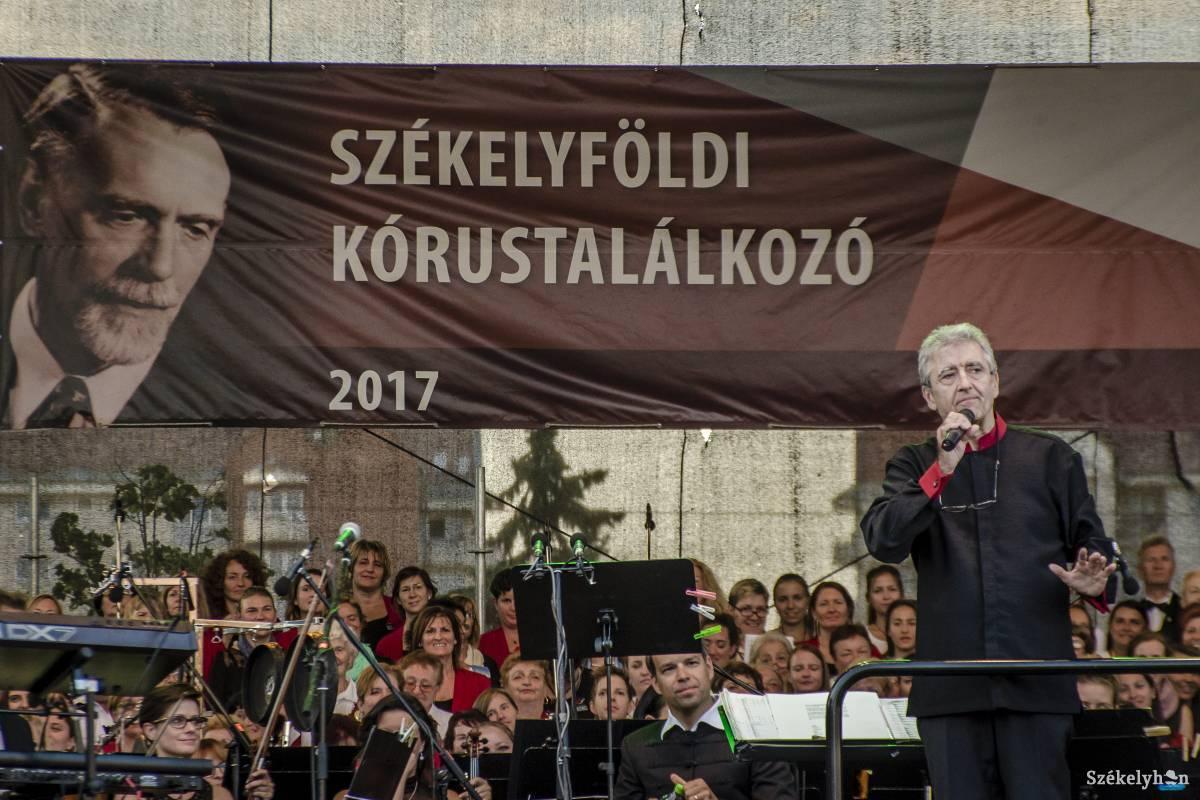 https://media.szekelyhon.ro/pictures/csik/aktualis/2017/05_augusztus/02/o_szekelyfoldi-korustalalkozo-csik-pnt-5.jpg