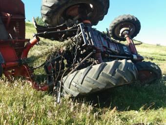 Felborult a traktorral, életét vesztette egy csíkszeredai férfi Székelyszentkirályon