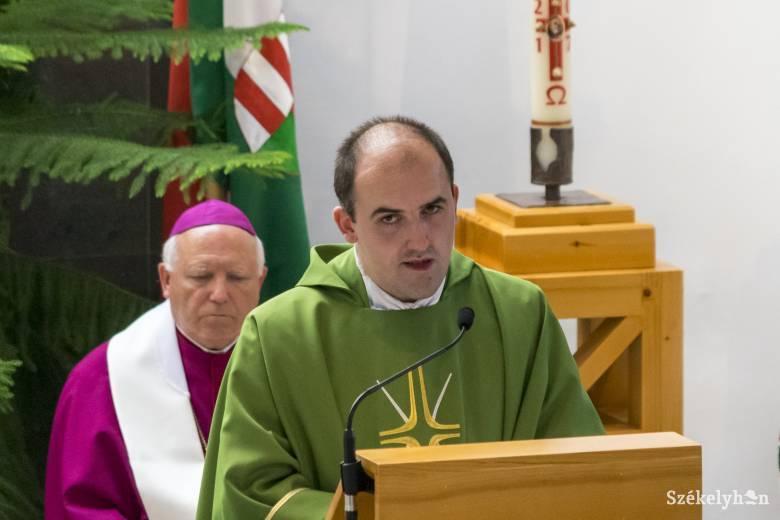 Éretten döntött a papi hivatás mellett