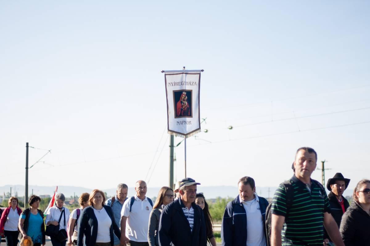 https://media.szekelyhon.ro/pictures/csik/aktualis/2017/07_junius/o_csiksomlyoi_bucsu_keresztaljak_ta-68.jpg