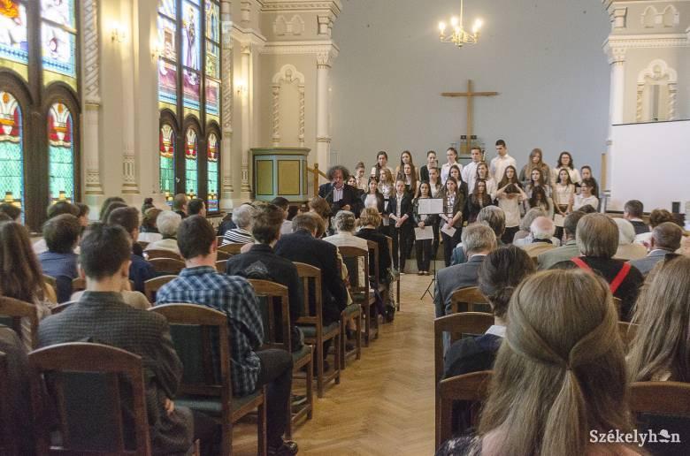 Névadásának 27. évfordulóját ünnepelte a Márton Áron Főgimnázium