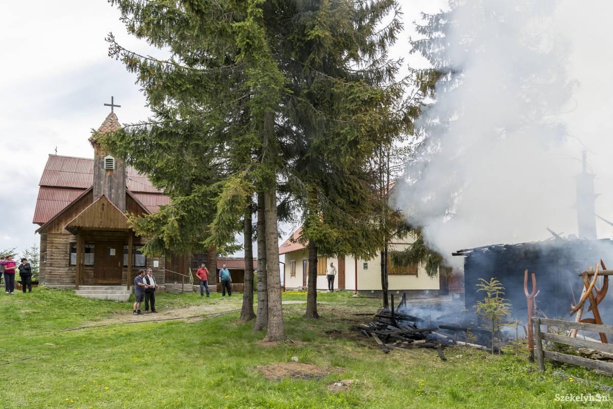 https://media.szekelyhon.ro/pictures/csik/aktualis/2017/08_majus/o_budosfurdoi-tuz-gi-19.jpg