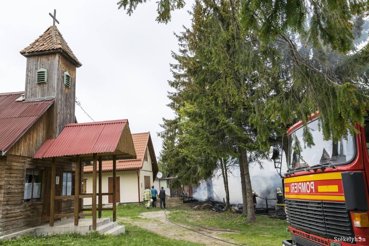 https://media.szekelyhon.ro/pictures/csik/aktualis/2017/08_majus/o_budosfurdoi-tuz-gi-27.jpg