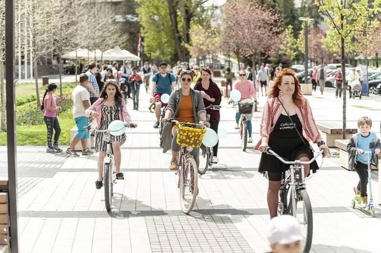 Szoknyás kerékpározók veszik birtokba a várost