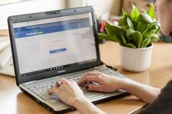 Harcban a Facebook Ausztráliával: nem teszi lehetővé a hírek olvasását a közösségi oldal