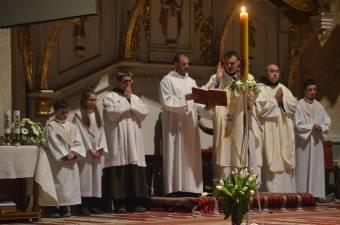 Új remény: este Jézus feltámadását ünneplik a katolikus templomokban