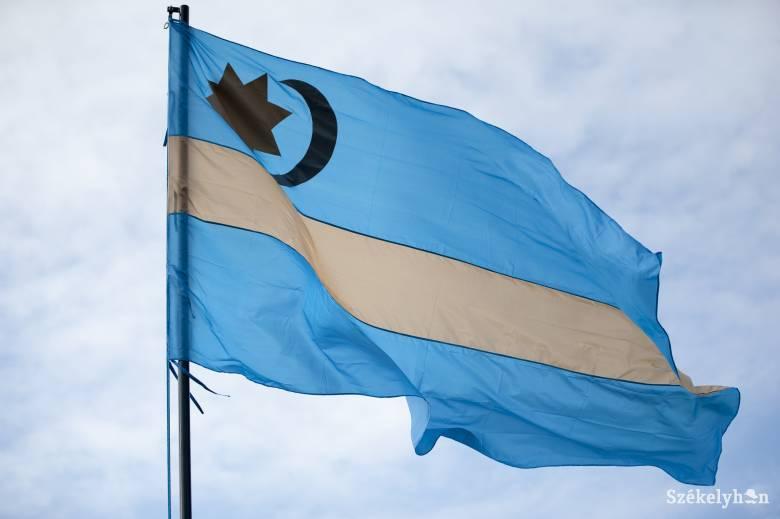 Ozsdolán is el kell távolítani a székely zászlót a közterületről, de magánterületen nagyobbat tűznek ki helyette